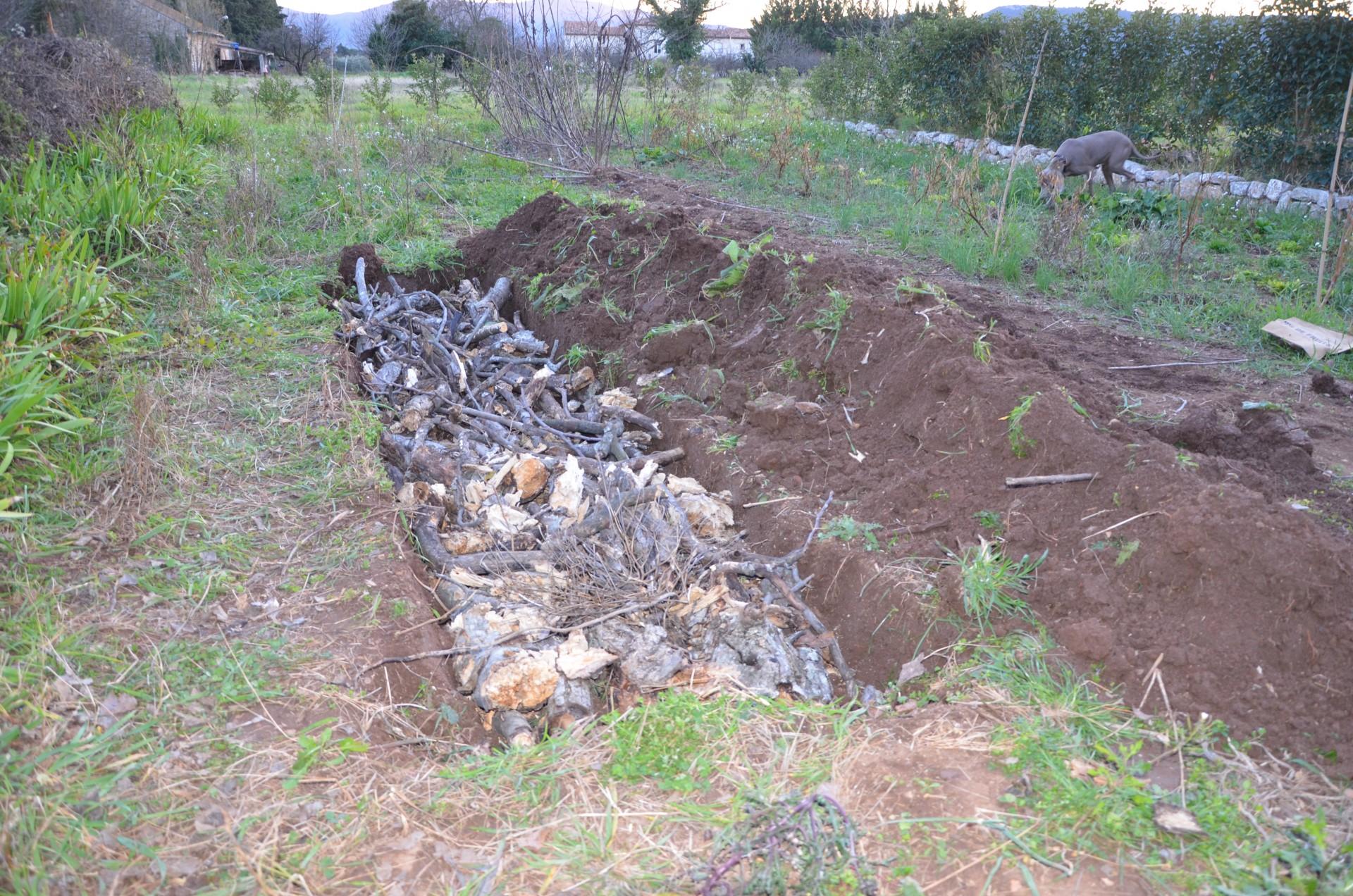 Le potager safran de provence for Creer une butte permaculture